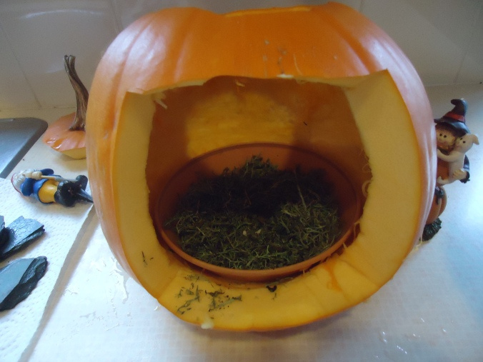 How to make a Halloween pumpkin house